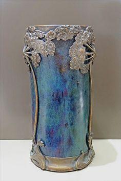 Vase rouleau art nouveau (Musée de l'île-de-France)