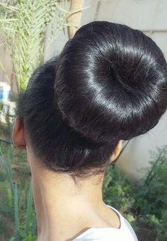Donut Bun Hairstyles, Bun Hairstyles For Long Hair, Retro Hairstyles, Braids For Long Hair, Straight Hairstyles, Beautiful Buns, Beautiful Braids, Super Long Hair, Big Hair