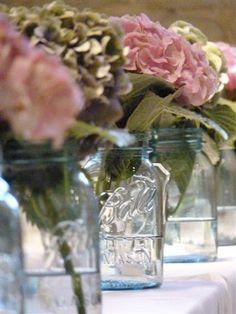 Mason jars wedding #masonjars #weddingflowers