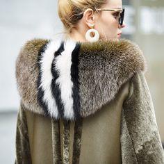 image Fur Fashion, Autumn Fashion, Womens Fashion, Fur Skirt, Merian, Cute Coats, Fur Accessories, Fabulous Furs, Winter Chic