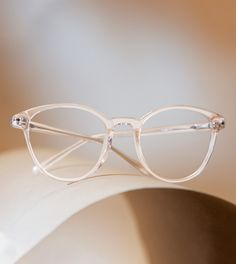 These clear acetate glasses frames were designed in collaboration with eight-time Canadian champion, three-time world champion, and Olympic gold medalist Tessa Virtue. London is a delicate yet stylish option, and is the kind of look that can be worn virtually anywhere.