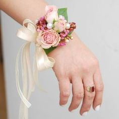 How to make wrist corsage diy 34 - Beauty of Wedding Wrist Flowers, Prom Flowers, Diy Wedding Flowers, Bridal Flowers, Diy Flowers, Wedding Ideas, Wrist Corsage Wedding, Prom Corsage And Boutonniere, Bridesmaid Corsage