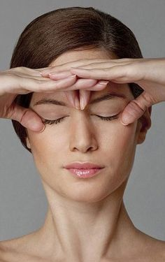 Facial toning using yoga facial exercise acupressure massage techniques is the ultimate facial toning system - without resorting to expensi. Yoga Facial, Massage Facial, Facial Muscles, Just Beauty, Beauty Care, Beauty Hacks, Hair Beauty, The Face, Face And Body