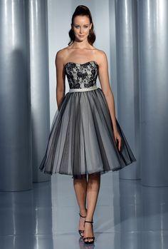 Isabel de Mestre - Evenings Abendkleider Kollektion 2015 (Art.14E 215): Kurzes Abendkleid i Pettcoat-Stil der 50er-Jahre mit Spitze in Rosé und Schwarz.