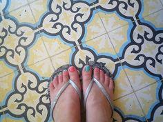 love this floor! cute toenails too.