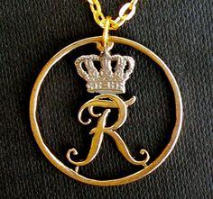 Letter R ♥ pendant R Letter Design, Alphabet Design, Letter Art, Alphabet Wallpaper, Bear Wallpaper, Love Wallpaper, Black Couple Art, Love Heart Images, Stylish Alphabets