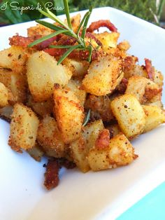 Sandy potatoes with bacon - Patate sabbiose allo speck I Love Food, Good Food, Yummy Food, Salty Foods, How To Cook Potatoes, Cooking Recipes, Healthy Recipes, Cooking Food, Salad Recipes