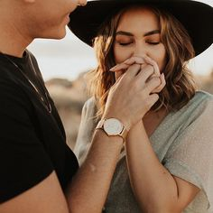 Finger kisses and warm yummy sunlight forever please 🖤 couple outdoor photography pose idea Couple Photography Poses, Couple Portraits, Engagement Photography, Unique Couples Photography, Outdoor Photography, Poses Photo, Picture Poses, Photo Shoot, Photo Couple