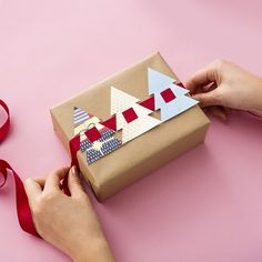 Gift Wrapping Ideas : Want to dress up plain wrapping paper? Check out this DIY for easy holiday present toppers made from recycled holiday cards. Christmas Gift Wrapping, Christmas Holidays, Christmas Quotes, Christmas Carol, White Christmas, Recycled Christmas Presents, Outdoor Christmas, Beautiful Christmas, Christmas Trees