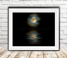 Maan print kunst, digitale van de maan, maanlicht, volle maan, fotografie kunst, zee maanlicht, illustratie, wand decor, maan art, InstantDownloadArt1 door InstantDownloadArt1 op Etsy https://www.etsy.com/nl/listing/464021039/maan-print-kunst-digitale-van-de-maan