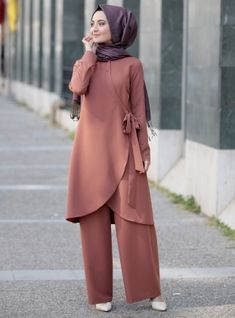 Hayat Tunik&Pantolon İkili Takım – Gül Kurusu The clothing culture is very old. Modest Wear, Modest Dresses, Modest Outfits, Modesty Fashion, Hijab Fashion, Fashion Dresses, Hijab Style Dress, Casual Hijab Outfit, Islamic Fashion