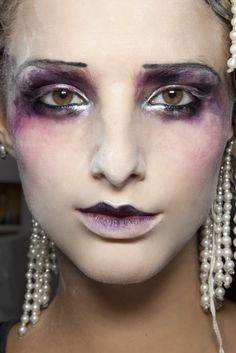Fallen From Grace: Model shows off her dramatic makeup done by the phenomenal Pat McGrath who used metallic detailing, smudged eyeshadow and strong dark lipstick to create the show-stopping look for John Galliano Spring/Summer 2010 Makeup Inspo, Makeup Inspiration, Makeup Ideas, Jhon Galliano, Makeup Artist Website, Pat Mcgrath Makeup, Carnival Makeup, Creative Eye Makeup, Runway Makeup