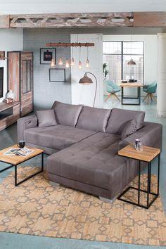 """Modern und großzügig, so stellen wir uns ein Ecksofa vor! Das Ecksofa """"Merlin"""" in Braun, fügt sich charmant in jedes moderne Wohnzimmer ein und wird zum gemütlichen Hingucker. Weitere Modelle findest du auf leiner.at! // Wohnzimmer Ideen // Interior Trends // Wohnideen // Einrichtungstipps Wohnzimmer // Sofa // Couch // Polstergarnitur //"""