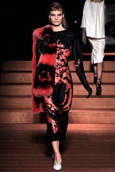 Miu Miu Spring 2013 Ready-to-Wear Fashion Show - Tilda Lindstam Only Fashion, Love Fashion, Runway Fashion, Fashion Show, Womens Fashion, Fashion Design, Paris Fashion, Asian Fashion, Miu Miu