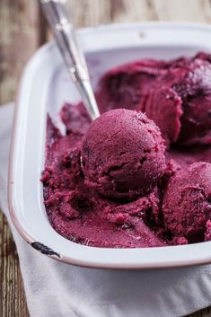 No-churn healthy berry smoothie ice cream - Simply Delicious