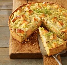 Ein würziger Gemüsekuchen mit Fenchel und Lachs als Mittagsmahlzeit