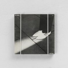Das Regal COVER hat sich weiterentwickelt zum COVER Vinyl.Ein Plattenregal / 12` Record Shelf / für bis zu zehn (12`) LP´sStahldraht pulverbeschichtet, Made in Germany. weiß oder anthrazitDesign: Alex Valder