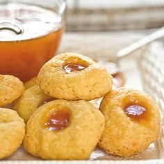 Cheese and apricot jam biscuits Jam Cookies, Biscuit Cookies, Small Biscuit Recipe, Baking Recipes, Cookie Recipes, Tea Recipes, Drink Recipes, Ma Baker, Kos