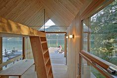 El arquitecto Peter Jungmann diseña un hotel-cabaña de madera y vidrio para disfrutar del lago Weißensee. - diariodesign.com