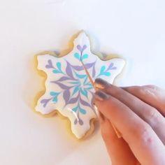 We love this easy snowflake cookie tutorial by ❄❄❄ · · · Star Sugar Cookies, Christmas Sugar Cookies, Iced Cookies, Royal Icing Cookies, Holiday Cookies, Cupcake Cookies, Christmas Desserts, Cupcakes, Wilton Cake Decorating