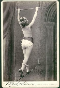 Vintage photo of a circus trapeze artist Cirque Vintage, Vintage Circus Photos, Photo Vintage, Vintage Carnival, Vintage Pictures, Vintage Photographs, Vintage Circus Performers, Old Circus, Circus Acts