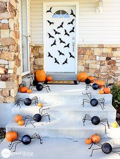 Are you still in need of some Halloween decorations for your home? Check out these super simple DIY bats and spiders! Nothing's better than homemade decor!