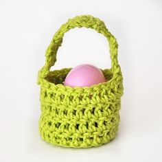 Great last minute crochet project for your Easter holiday! These baskets work up in just minutes! Tips and tutorial included!