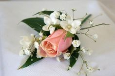 Various bridal arrangements, corsages to impress on your most beautifull day. http://www.bissfloral.nl/bruidsbloemwerk.html