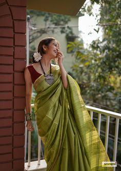 Crepe Silk Sarees, Satin Saree, Tussar Silk Saree, Saree Styles, Blouse Styles, Indigo Saree, Bengali Saree, Saree Poses, Indian Fashion Dresses