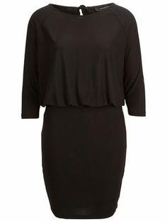 Selected Femme mekko. Aika monikäyttönen. Tosin mekko vähän mietityttää arkikäytössä. Onko liian hieno?