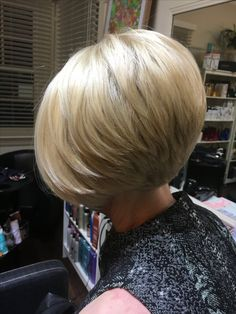 frisuren Graduated Bob Where Should You Live At Your Second Saturn Return? Short Hair Styles Easy, Short Hair Updo, Short Hair Cuts, Short Bob Haircuts, Cute Hairstyles For Short Hair, Haircut Bob, Shortish Hair, Layered Hair, Great Hair