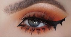 This is the Halloween makeup trends try if you do not want to see Batshi * t - Hairstyles Fröhliches Halloween, Halloween Eye Makeup, Makeup Trends, Makeup Inspo, Makeup Style, Maquillage Cosplay Anime, Bat Makeup, Weird Makeup, Makeup Eyes