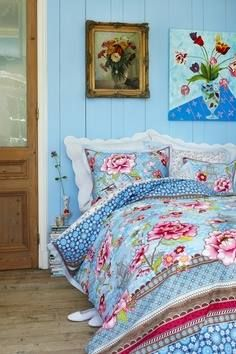 Bed of Flowers Pip studio Summer Bedroom, Home Bedroom, Girls Bedroom, Pip Studio, Deco Boheme, Beautiful Bedrooms, House Colors, Duvet Covers, Bed Pillows