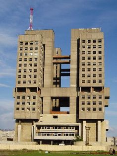 House of the Soviets - Kaliningrad, Russia Futuristic Architecture, Amazing Architecture, Art And Architecture, City Buildings, Modern Buildings, Grand Designs Houses, Bauhaus, Spanish House, Construction