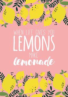When life gives you lemons, make lemonade // Quand la vie te donnes des citrons fais en de la limonade Un message doptimisme et dattitude positive pour sencourager dans le vie ! Ce produit est une illustration digitale pour décorer vos murs. Cette illustration de citrons accompagnée de la célèbre phrase When life gives you lemons, make lemonade est issue de la collection Love Lemonade du studio. Cette illustration a été dessiné par mes soins dans mon studio sur illustrator. Cette…