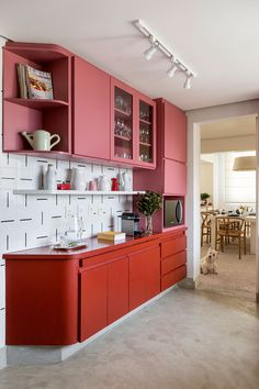 Stylish Kitchen Color Ideas to Lift Your Cooking Mood Kitchen Cupboard Designs, Kitchen Room Design, Modern Kitchen Design, Interior Design Kitchen, Kitchen Cabinets, Red Kitchen, Kitchen Colors, Rustic Kitchen, Kitchen Decor Themes