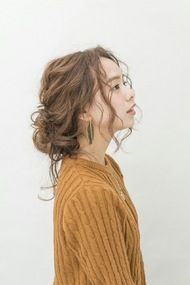 フェミニン / エレガント - ヘアカタログは髪の長さやヘアカラーでトレンドのヘアスタイルが検索できるヘアスタイル検索サイト!お気に入りのヘアスタイルが見つかったら、その髪型にしてもらえるヘアサロンも一緒に調べられます。