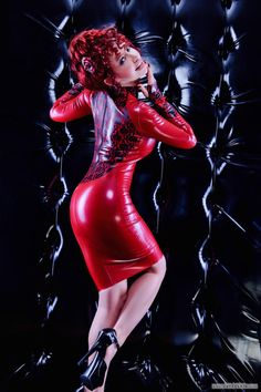 Bianca Beauchamp Latex Pinup … more in her website : www.latexlair.com