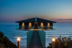 This Unreal House In Australia Looks Like It Floats Above The Ocean.