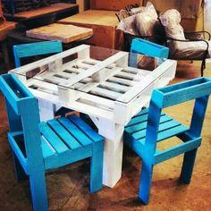 8b5a18bdc26e09 Petite set de table Tables En Palettes De Bois, Salon De Jardin Palettes,  Mobilier