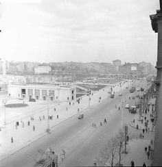 1956 r. Al. Jerozolimskie. Widok na bud. dworca PKP W-wa Śródmieście. Foto: T. Rolke