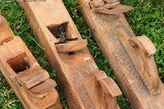 Ammattimiehen työkalut - työkalu työkalut höylä höylät puuhöylä puuhöylät käsihöylä käsihöylät esine esineet tavara tavarat käyttöesine käyttöesineet käyttötavara käyttötavarat puinen puiset vanha vanha entisaikainen entisaikaiset antiikkinen antiikkiset käytetty käytetyt työkalu työkalut kulunut kuluneet