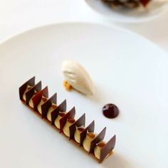 Creative Desserts, Gourmet Desserts, Fancy Desserts, Plated Desserts, Chocolate Crack, Confort Food, Modern Food, Happy Foods, Dessert Drinks