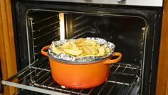 Your Dutch oven is more versatile than you think. These five tips will help you maximize you Dutch oven& immense (and up to now untapped) potential. Dutch Oven Cooking, Dutch Oven Recipes, Cast Iron Cooking, Batch Cooking, Cooking Tips, Cooking Recipes, Dutch Ovens, Kitchen Recipes, Kitchen Tools