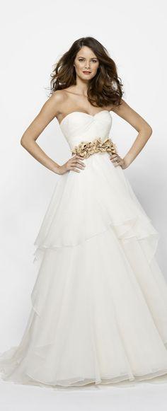 Strapless #Sweetheart Pleated Bodice TIered #BallGown Organza #WeddingDress with Retro Flower