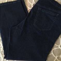 Gloria Vanderbilt jeans size 18w short Jeans dark blue, size 18s, Gloria Vanderbilt- Amanda. Great condition! Gloria Vanderbilt Pants