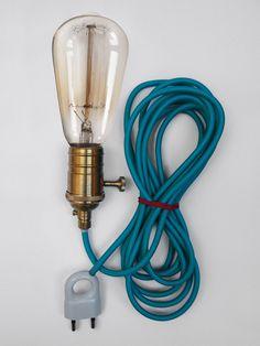 Onze creative DEEF heeft een snoer van wel 4 meter. Zo kun je 'm overal ophangen. Kijk voor inspiratie op onze pinterest pagina. Wil je 'm bestellen? Kijk dan op http://www.deeflighting.com