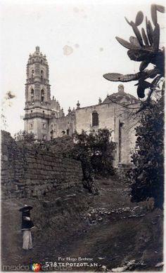 Fotos de Tepotzotlán, México, México: A espaldas del Templo por HUGO BREHME Hacia 1930