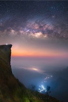 green mountains Milky Way long exposure starry night Beautiful Sky, Beautiful Landscapes, Beautiful World, Nature Pictures, Beautiful Pictures, Nocturne, Milky Way, Science And Nature, Amazing Nature