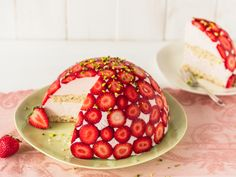 Erdbeer Kuppeltorte mit Mascarpone und Biskuitboden Strawberry dome cake with mascarpone and biscuit bottom Baking Recipes, Cake Recipes, Dessert Recipes, Pastry Recipes, Biscuits, Amazing Food Art, Le Diner, Strawberry Recipes, Sponge Cake
